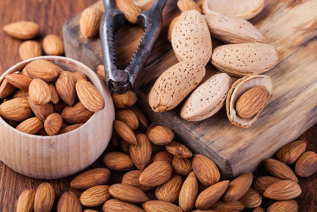 How to eat almonds?