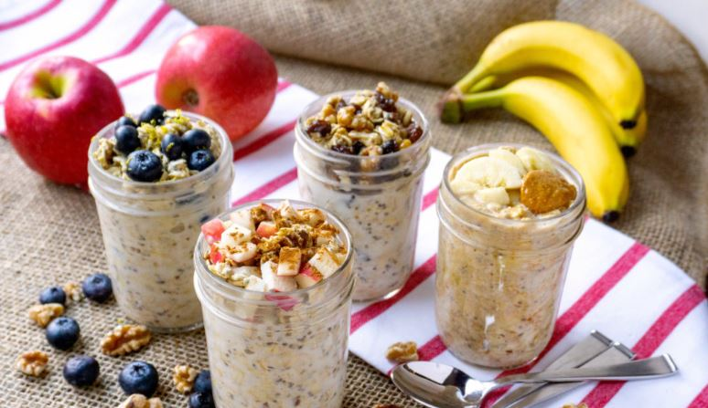 A Simple Overnight Oats Recipe with 5 Flavor Ideas