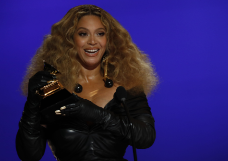 Ladies night: Beyoncé, Swift make history as others win big